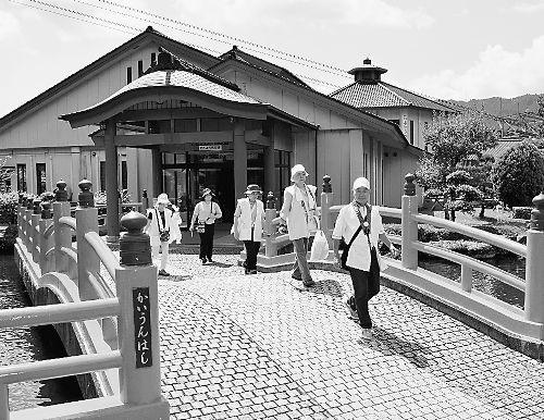 四国 道の駅をゆく(41)鷲の里(徳島県那賀町)遍路グッズの ...