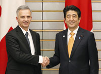 [Visit of Swiss president to Japan]Swiss President Didier Burkhalter (L) shakes hands with Prime Minister Shinzo Abe at the prime minister's office in Tokyo on Feb. 5, 2014.