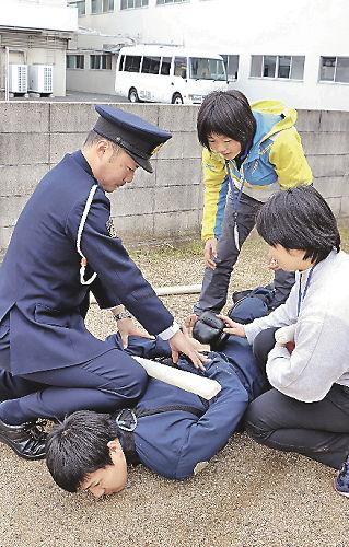 犯人確保や鑑識 警察業務に挑戦 県警が就職説明会   BUSINESS LIVE