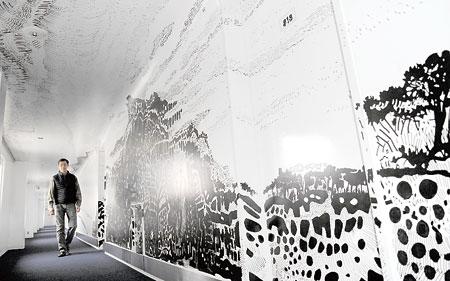ホテルに45メートル「島道」壁画...