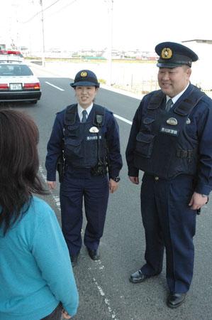 新人女性警官、初快挙/摘発人数月間トップ | 広瀬巡査部長(右)と ...