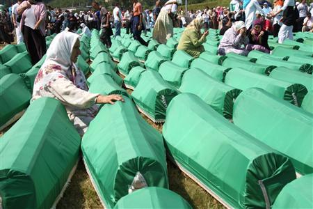 ボスニア、大虐殺から15年/犠牲者埋葬式、傷跡今も   11日 ...