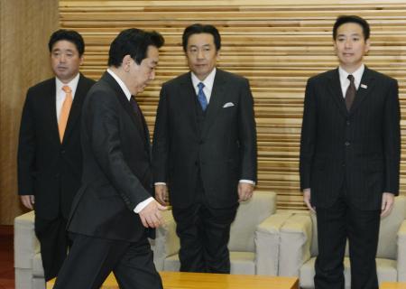 野田内閣482日で幕/総辞職を閣議決定   臨時閣議に臨む野田首相 ...